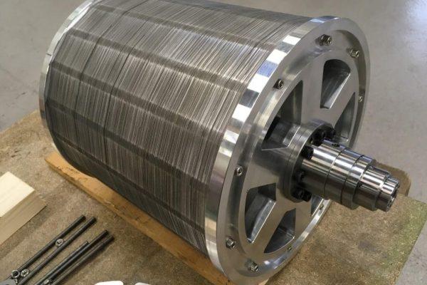 Scheepsaandrijving motor - Montage op de aandrijf as